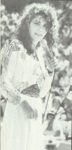 Kathy Mattea wasn't able to sing for the Fan Fair crowd in 1991, but here she is rockin' it in 1990.