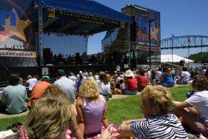The crowd in 2001 at the banks of the Cumberland River, one of the newly introduced concert venues.