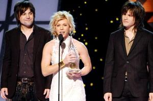 1293619-the-band-perry-2011-cma-617-409