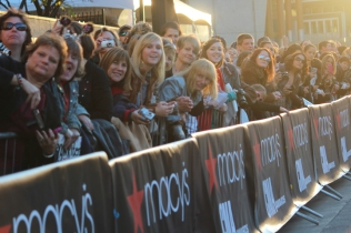 Fans line up to see stars walk red carpet at the 2012 CMA Awards.